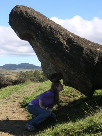 Moai kissing